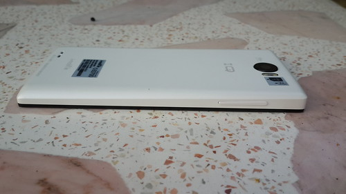 i-mobile IQX3 ด้านซ้าย