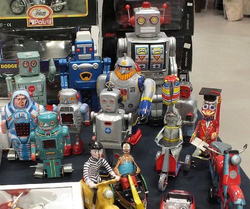 16 robot meccanici