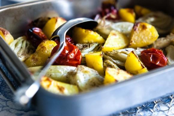 Geroosterde aardappelen met venkel, tomaat en knoflook @ Flickr
