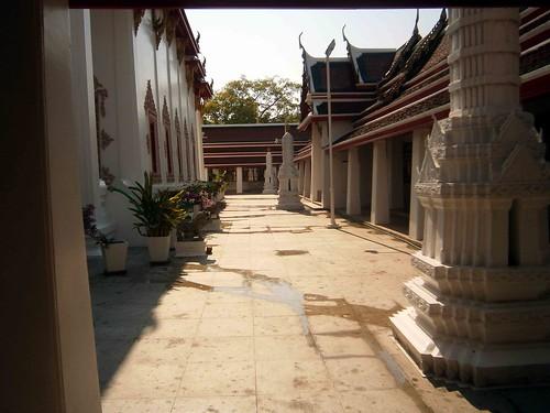 Pathum Khongkha Ratchaworawihan Courtyard