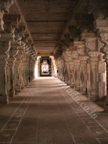 A view of the Nandi through the corridor. Thiruvidaimarudhur.