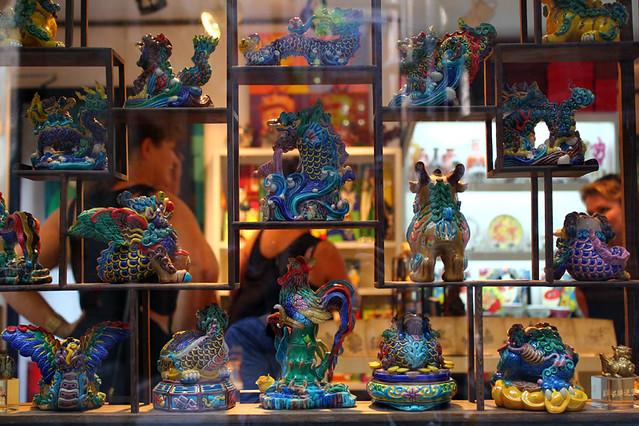 Figurines in pottery - Xintiandi - Shanghai