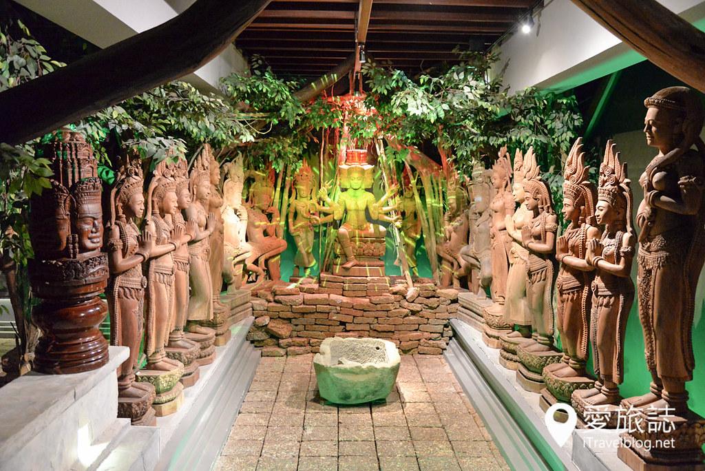 《佛统府景点推荐》木雕艺术村:宗教与神话人物雕刻艺术