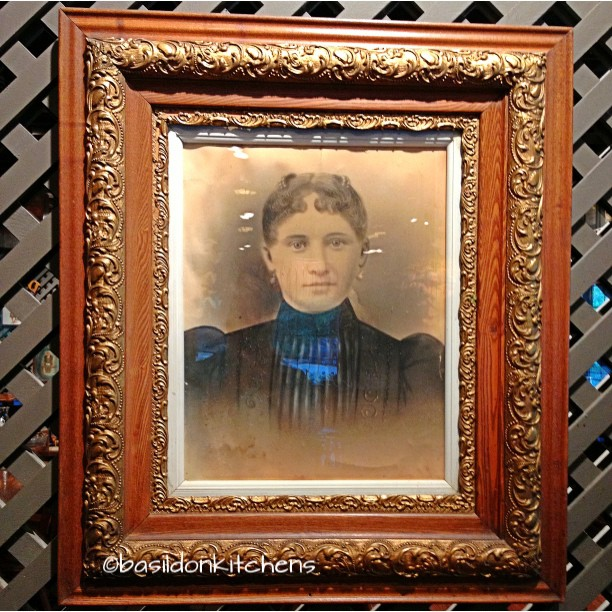Sep 16 - frame {this one is pretty elaborate} #TitleFx #fmsphotoaday #crackerbarrel #frame #oldportrait #artifacts