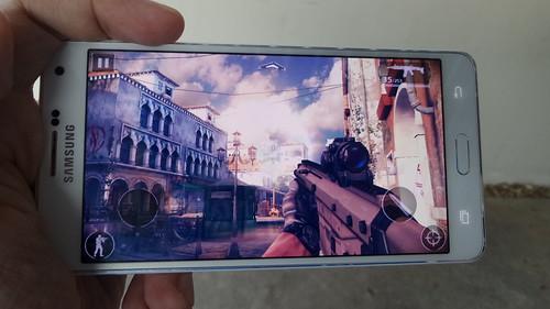 เล่นเกม Modern Combat 5: Blackout บน Samsung Galaxy A7