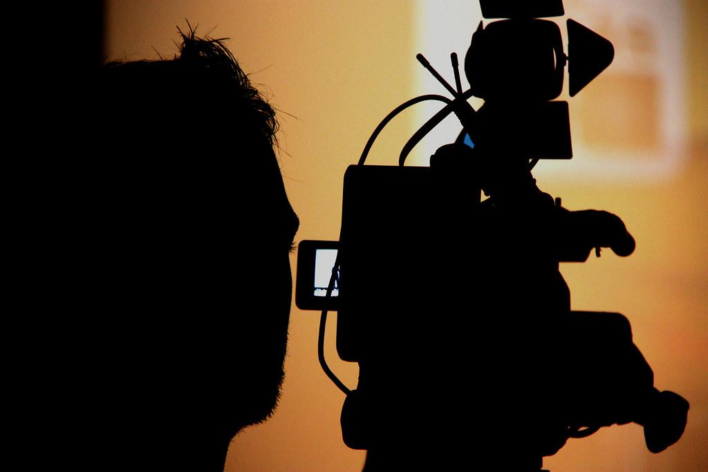 Foto gratis de un operador de cámara de televisión