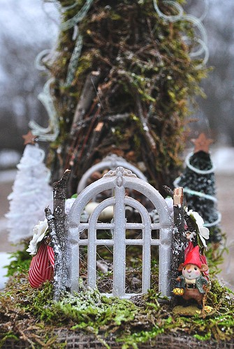gate, gnomehouse