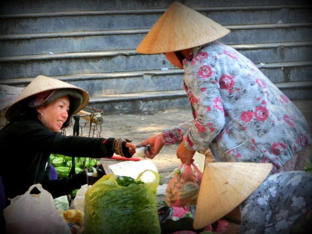 Shopping at the Central Market in Hoi An