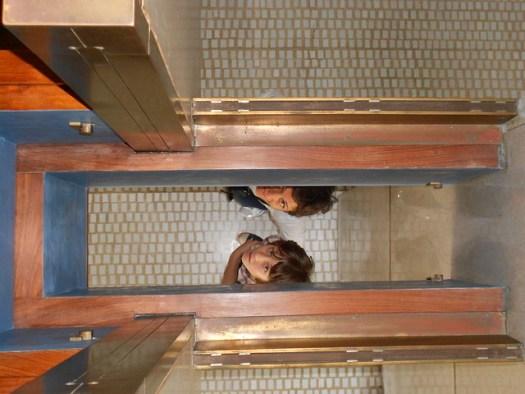 Francesca e Irene, negozio Olivetti, Carlo Scarpa, Venezia