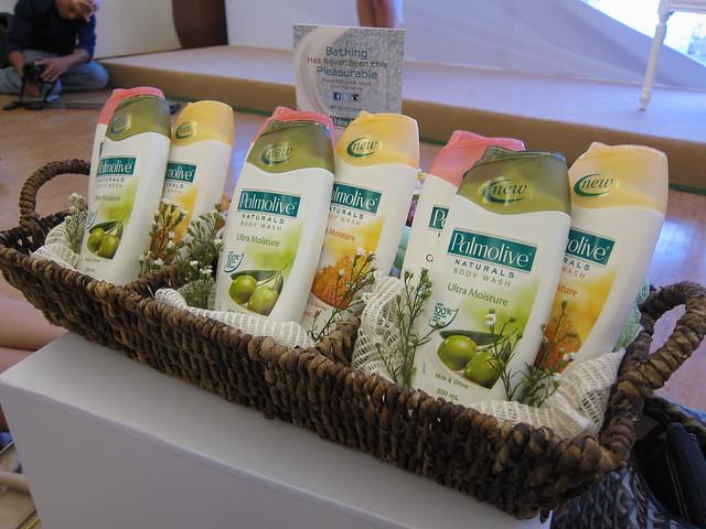 Palmolive Naturals body wash