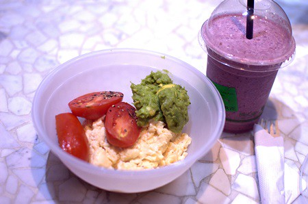 Breakfast bowl & custom smoothie
