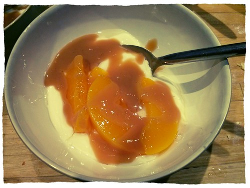 Greek yoghurt, peaches and dulche de leche