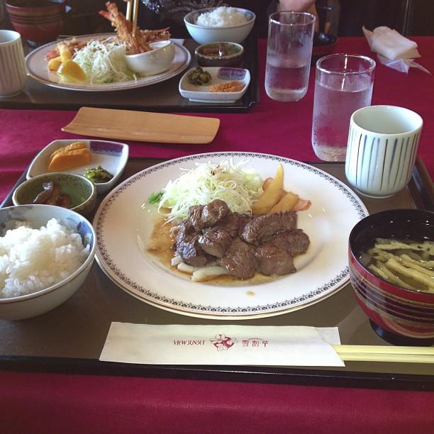 雪割草レストラン、これで800円ですよ。お肉柔らか〜い(-_^)この後お風呂だ(^。^)
