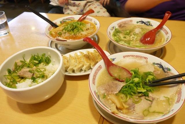 拉麵大餐好吃