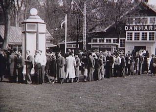 Queue outside the cigarette shop at Bakken (amusement park) in Klampenborg. Summer 1945.