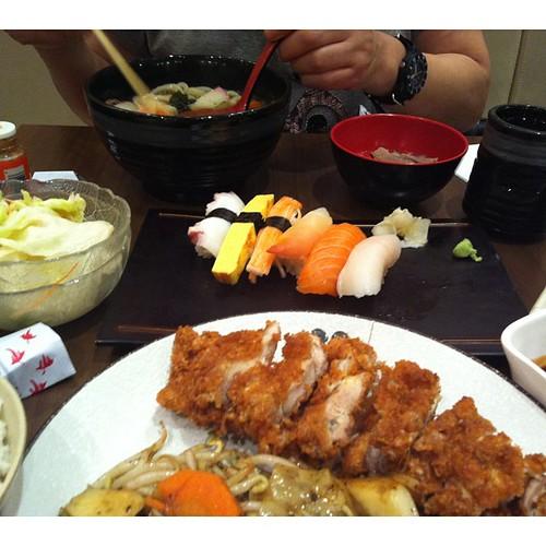 Lunch w #엄마 #udon#sushi#katsu#InstaSize