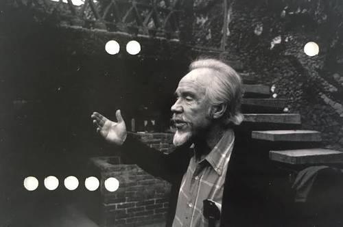 Conlon Nancarrow (1912-1997), en una imagen de la serie Estudios para una película sobre el compositor estadunidense, impresión perforada incluida en la exposición Me suena a aislamiento, que el sábado será inaugurada en La Tallera, en Cuernavaca