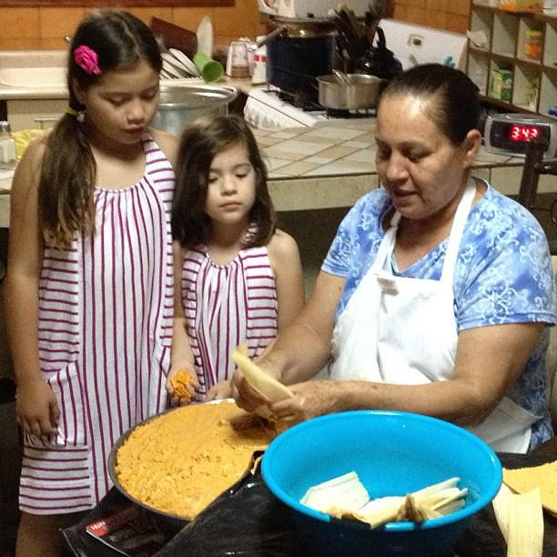 Haciendo tamales con tía Mary! ?
