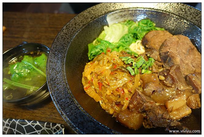 [桃園.美食]享食風味麵館~涮生牛肉湯麵.注入滾燙高湯 @VIVIYU小世界