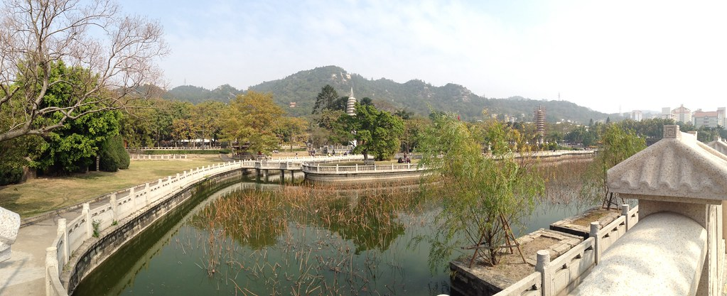 Lakeview of Nanputuo Temple 南普陀寺