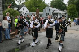 Pipers enter cemetery