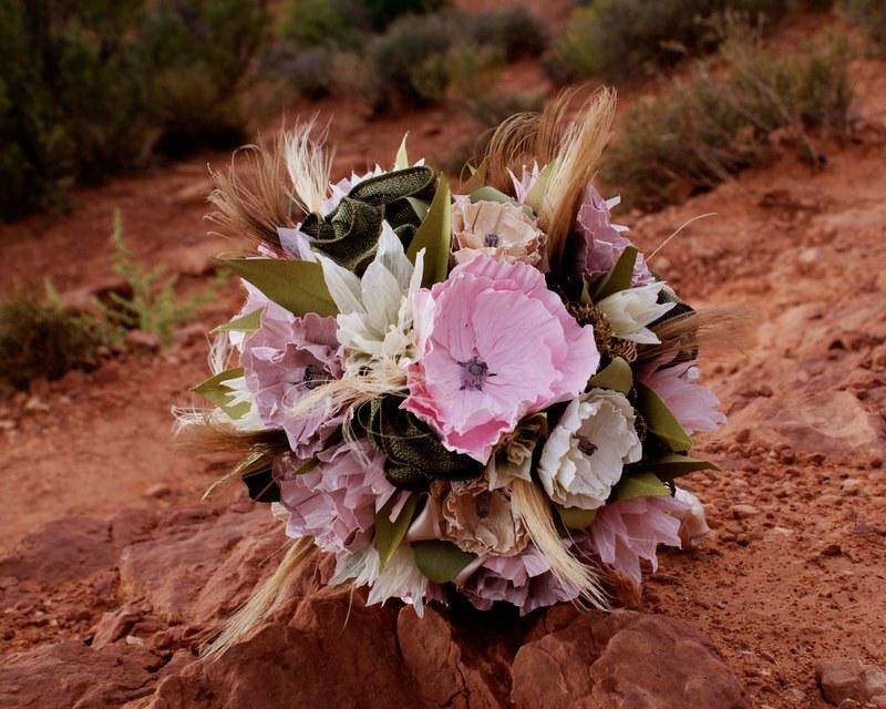 How to save money on wedding flowers on @offbeatbride