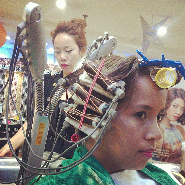 Lookit! #Perming at TonyandJackey for #Korean #hairstyle Mika senior hairstylist doing my hair! @lorealproph