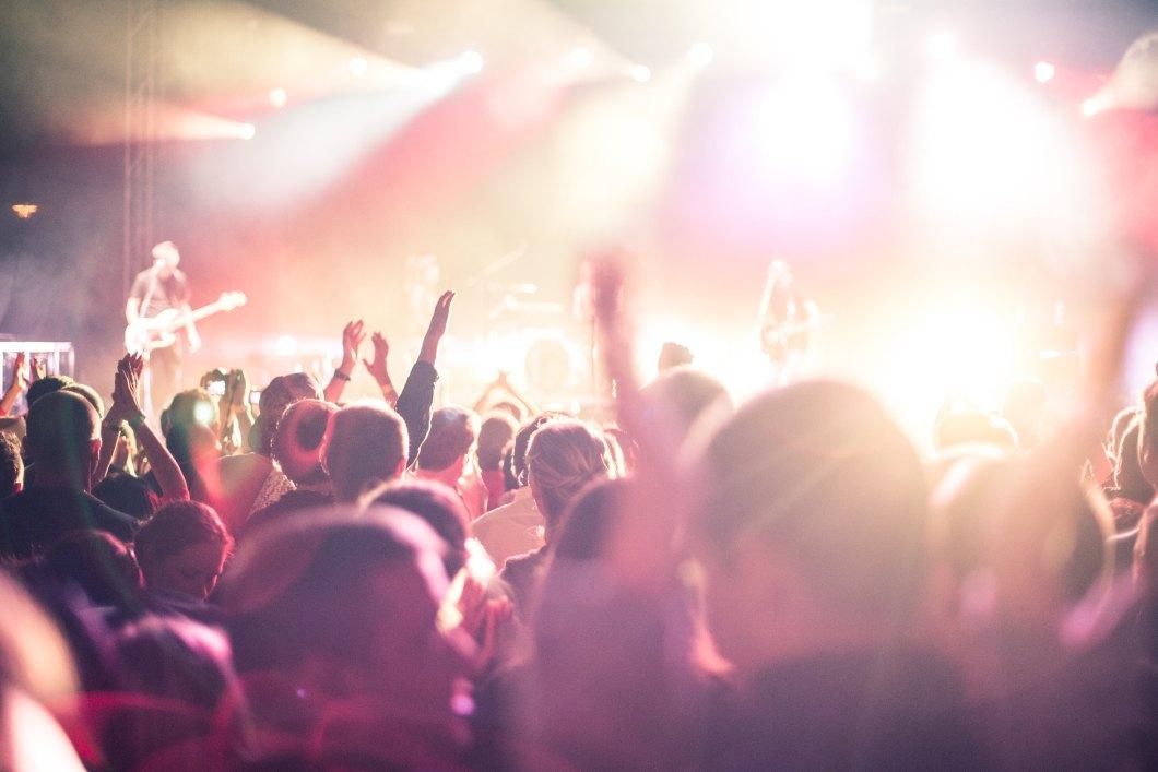 Imagen gratis de la multitud en un concierto