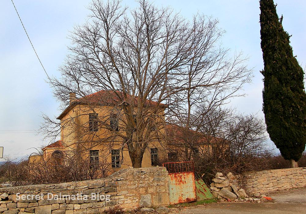 Old school in Nunic