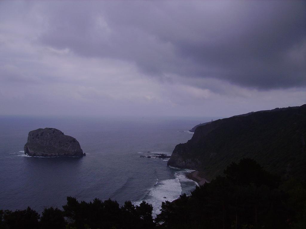 2. San Juan de Gaztelugache, en la costa de Bermeo. Autor, J.Ignaciolacucebe