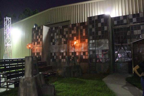 The Walking Dead: No Safe Haven haunted house facade