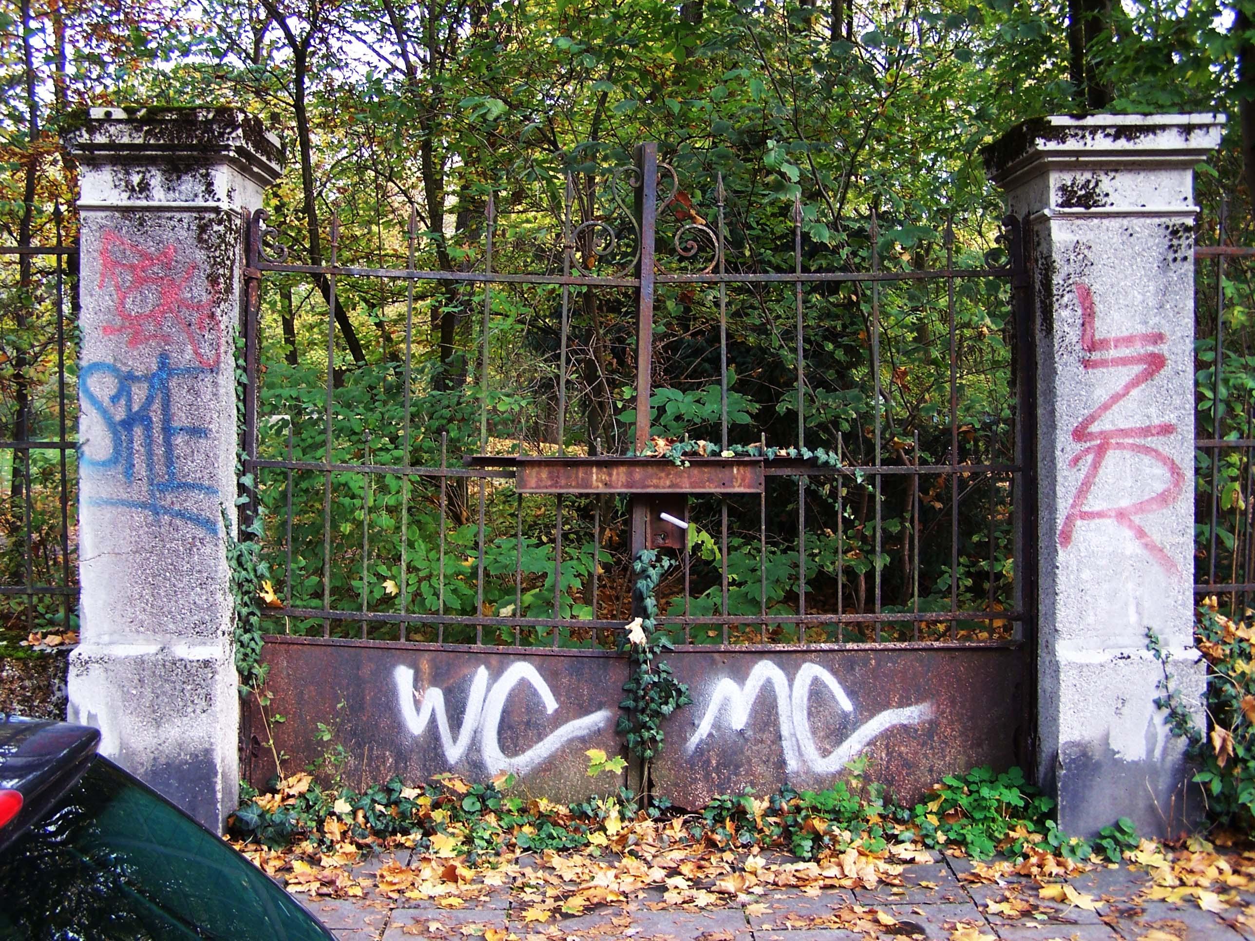 Verwitterter Eingang Leopoldpark