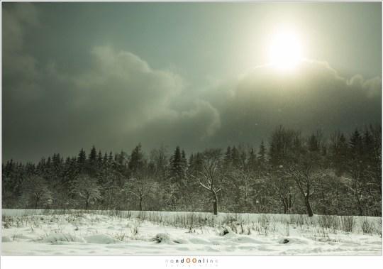 Zon en sneeuwval, bizar licht dat slechts enkele momenten duurt