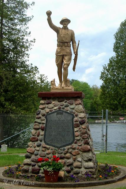 WW I Memorial-Riverside Cem-Peshtigo.jpg