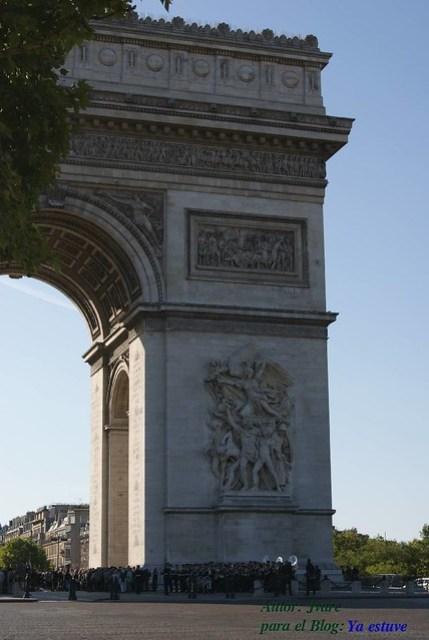 Honores al soldado desconocido Arco del Triungo
