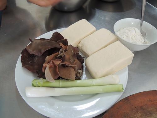 mushroom and tofu ingredients