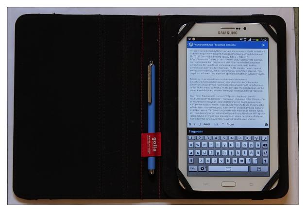 Samsungin Galaxy Tab 3 Gollan kansissa Targuksen styluksen kanssa.