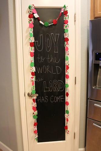 diy fabric felt garland chalkboard