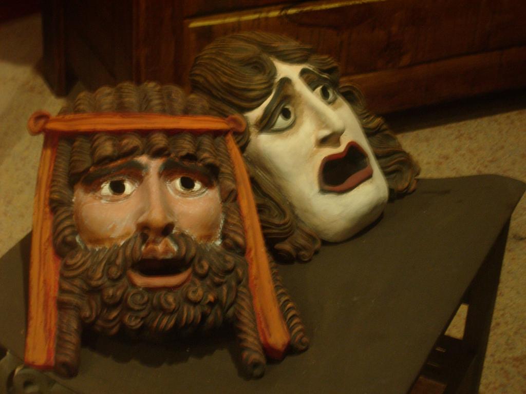 Reproducción de máscaras de teatro clásico. Autor, Javier Marzal