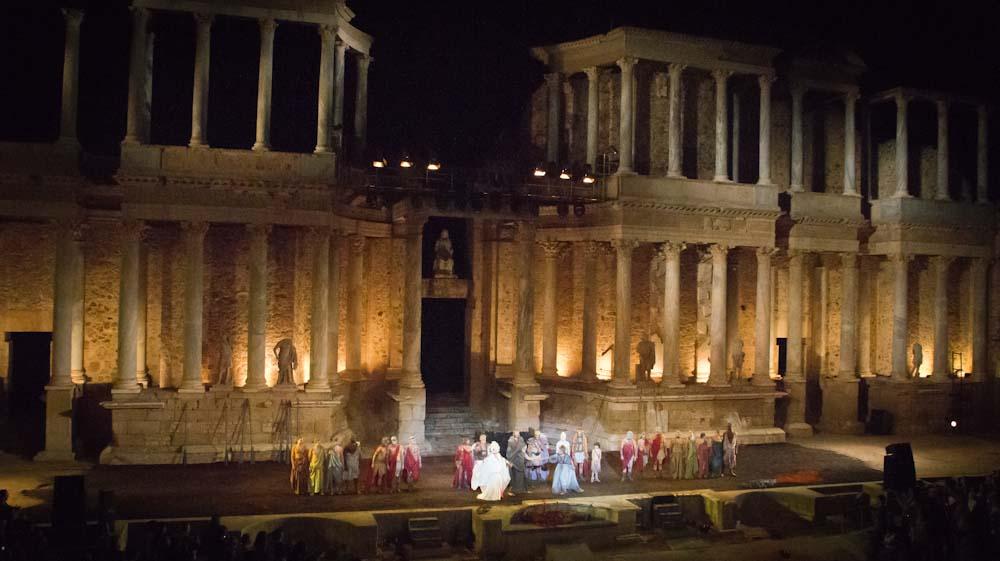 Actuación en el teatro de Emerita. Autor, Antonio Pineda