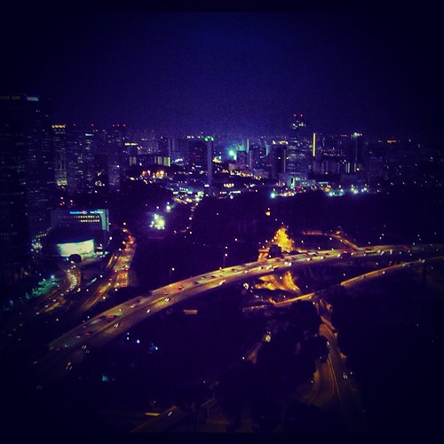 #singapore night by @MySoDotCom