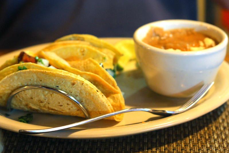 Tacos de chorizo con frijoles refritos...Casa Reyna