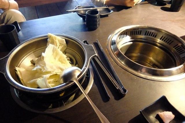 預設有一鍋烤爐,一鍋火鍋...記得以前曾經開過二個烤爐...XDD