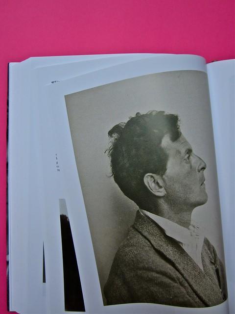 Michael Nedo (a cura di), Una biografia per immagini. Carocci 2013. Progetto grafico di Shoko Mugikura e Michael Nedo. Falcinelli & co. per l'ed. it. Pag. 366 (part.) 1
