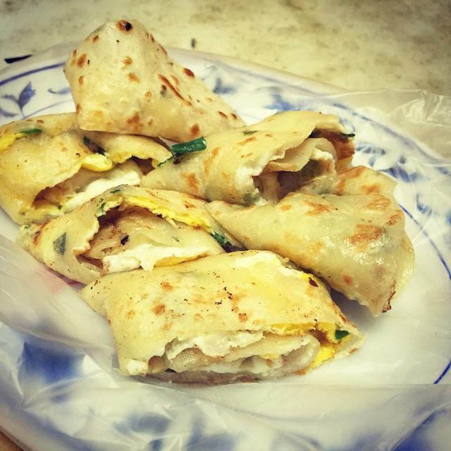 #Taiwanese #breakfast #蛋餅夾蛋