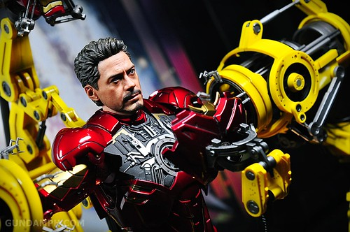 Hot Toys Iron Man 2 - Suit-Up Gantry with Mk IV Review MMS160 Unboxing - day3 (32)