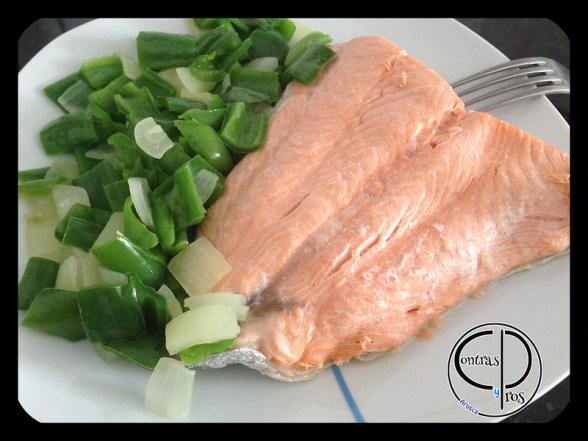cocina fácil para una persona, salmón en el microondas