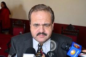 Culpa alcalde a la geografía y al clima por falta de agua en la capital