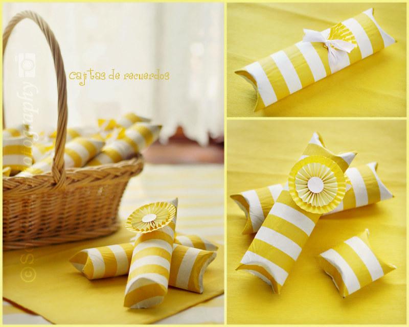 cajitas de cartón en amarillo y blanco