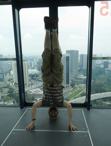 68. singapore flyer headstand